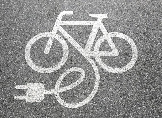 vélo électrique goudron marquage